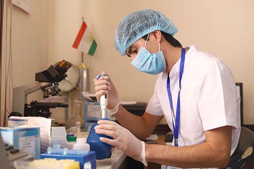 Бахши озмоишҳои клиникӣ биокимиёвӣ